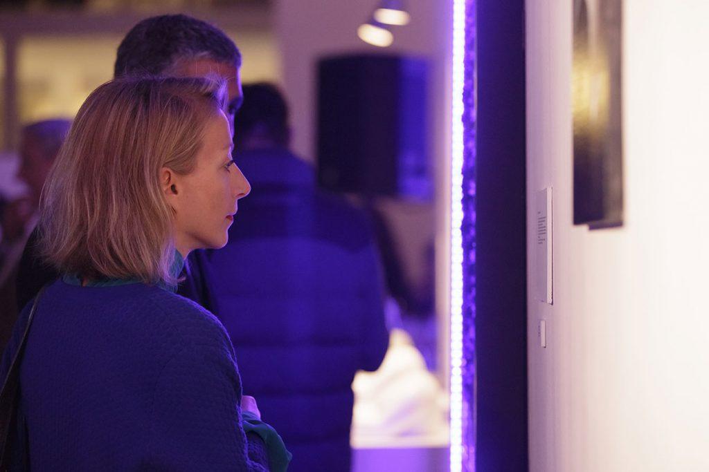 """Exposición """"ArtCosmos: Luz"""" (vista de instalación)"""